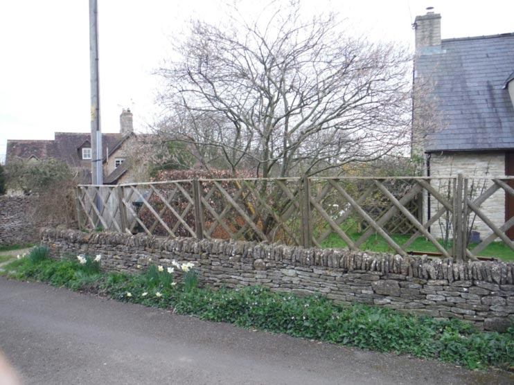 Park Lane Cottage - fence