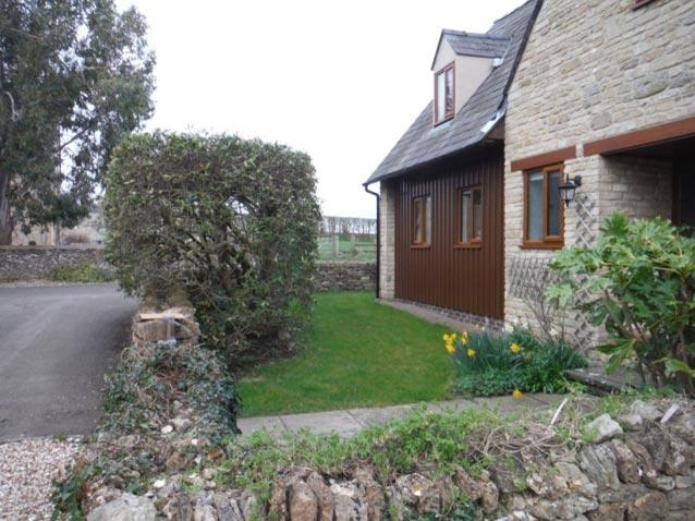 Park Lane Cottage - front garden